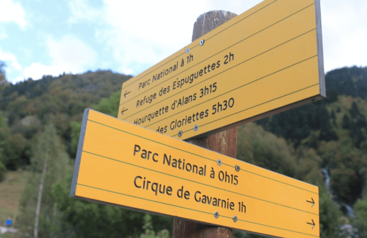 Trail signs, Best Day Hike in French Pyrenees: Cirque de Gavarnie